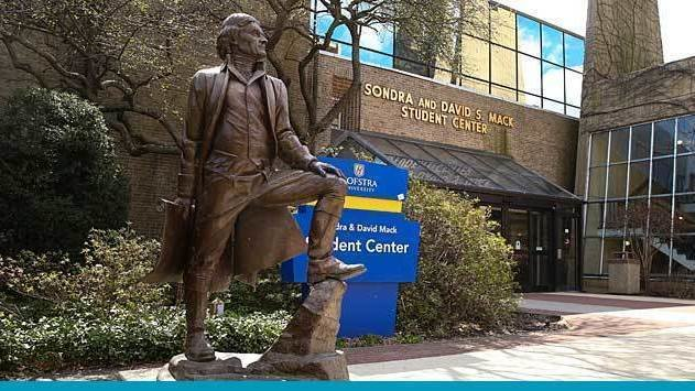 Statue of Thomas Jefferson at Hofstra.
