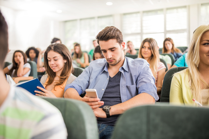 does cellphone use in class encourage active learning essay